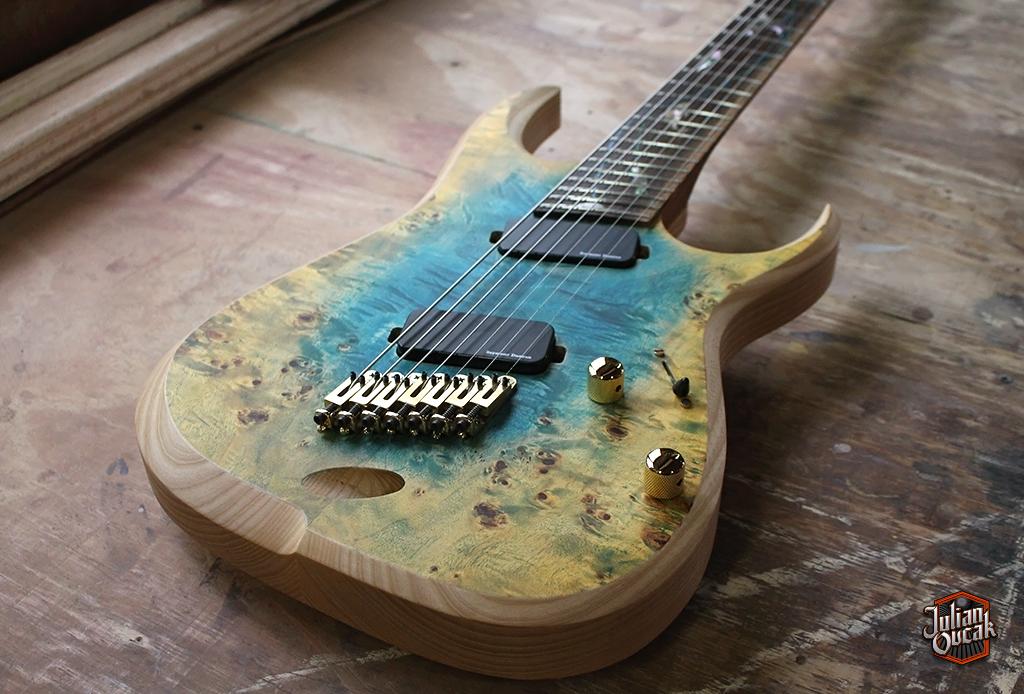 Guitarra línea Custom barítono