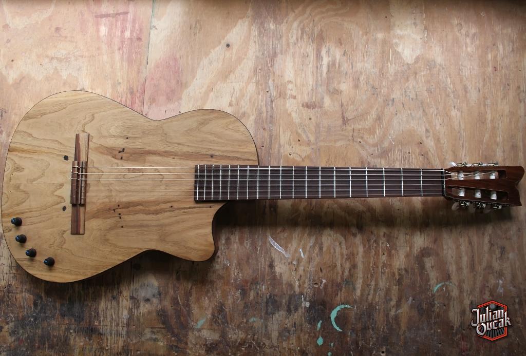 Guitarra modelo Silent