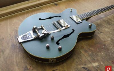 Gretsch-style semihollow guitar